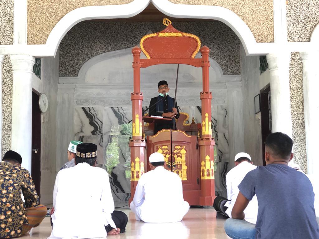 Haji Uma saat mengisi Khutbah Jumat di Mesjid Amaliah Buloh Raya Mancang Jumat (23/4/2021).