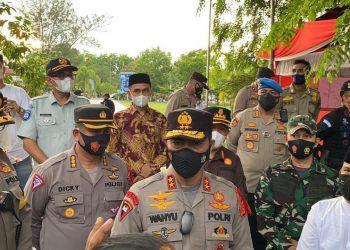 Kapolda Aceh Irjen Drs. Wahyu Widada, saat melakukan pengecekan Pos Operasi Ketupat Seulawah 2021 di Langsa pada Jum'at (7/5/2021).