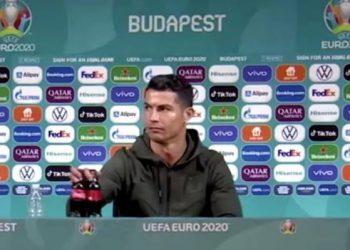 Ronaldo memindahkan minuman bersoda coca cola dalam konferensi pers Piala Eropa 2020.